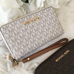 Last1✨Michael Kors jet set Large flat phone wallet